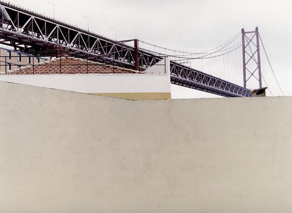 Auto- und Zugbrücke über Flussmündung