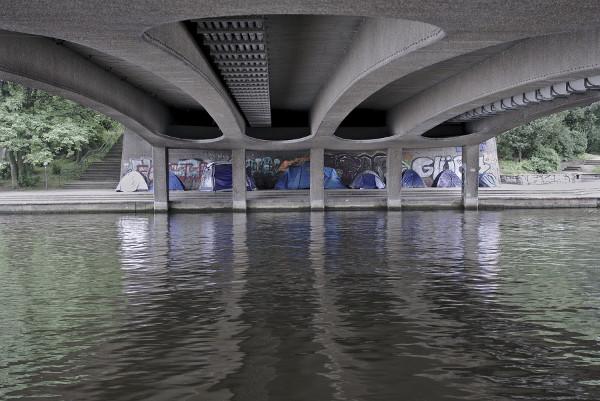 Zeltlager unter Brücke